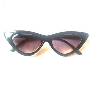 Accessories - Cat Eyes Fashion Sunglasses *NEW*